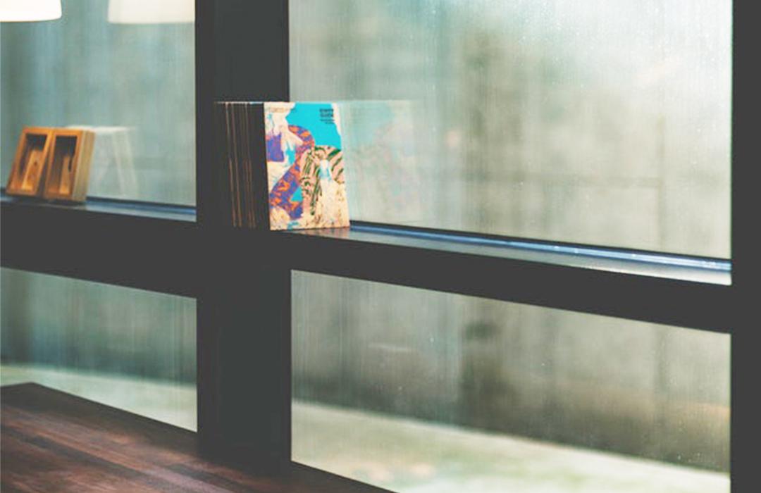 Mantener ventanas y puertas
